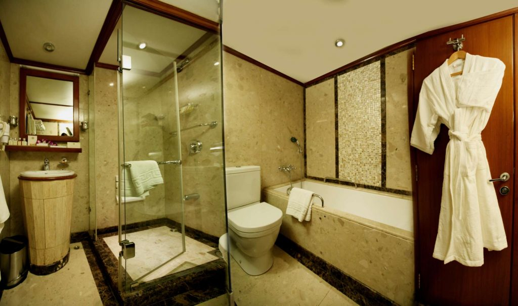 Suite Bath & Toilet